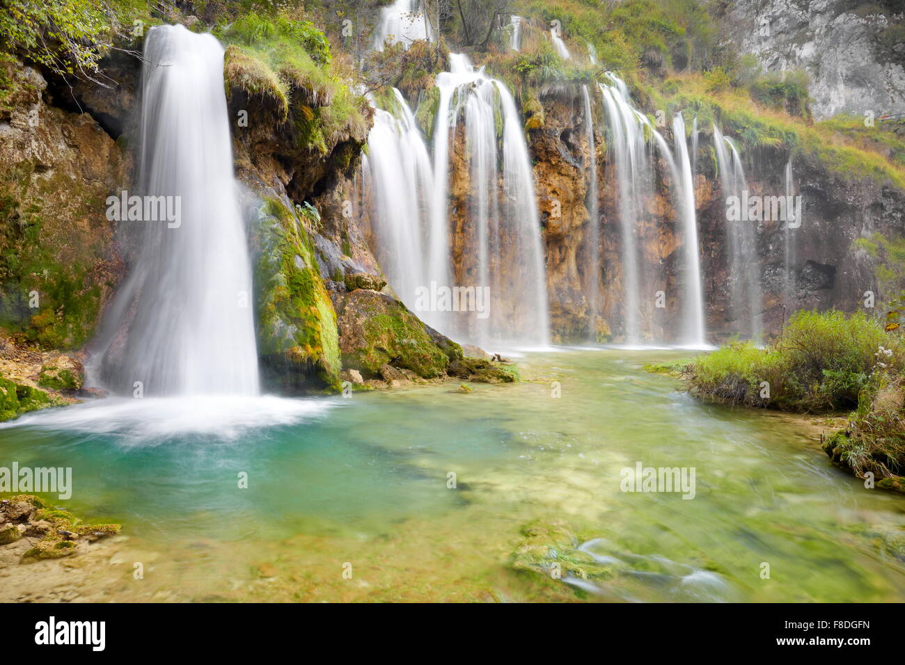 Cascades dans le parc national des Lacs de Plitvice, Croatie, l'UNESCO Photo Stock