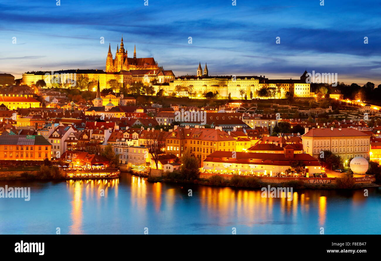 La Cathédrale Saint-Guy et le quartier du château, la vieille ville de Prague, République Tchèque Photo Stock