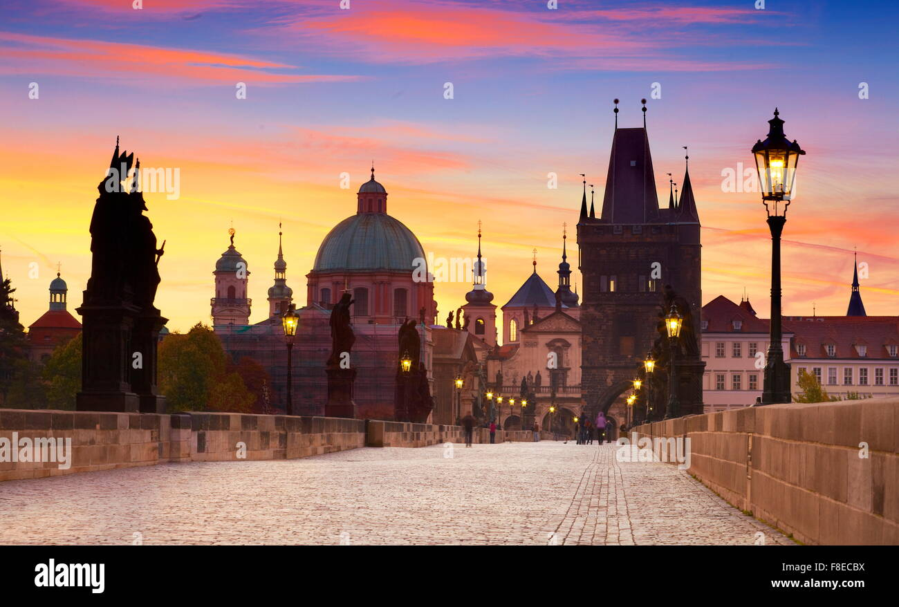 Les toits de la vieille ville de Prague, le Pont Charles, République tchèque, l'UNESCO Photo Stock