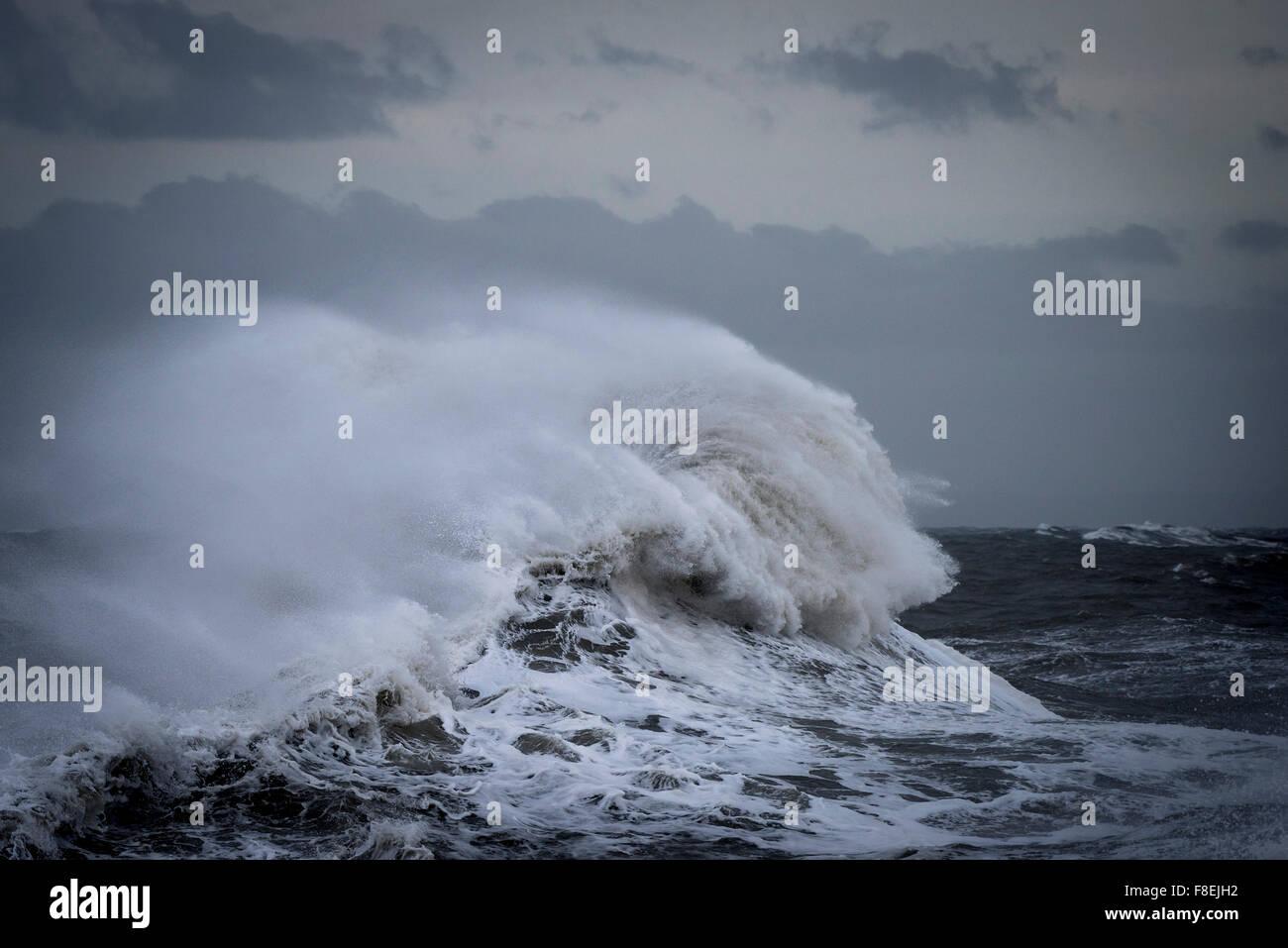 Tempête de la mer comme Desmond batters la côte de Porthcawl, dans le sud du Pays de Galles. Photo Stock