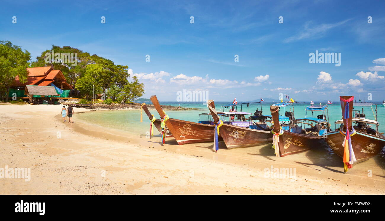 Thaïlande tropical beach - île de Phi Phi, Phang Nga Bay, long tail boats Photo Stock