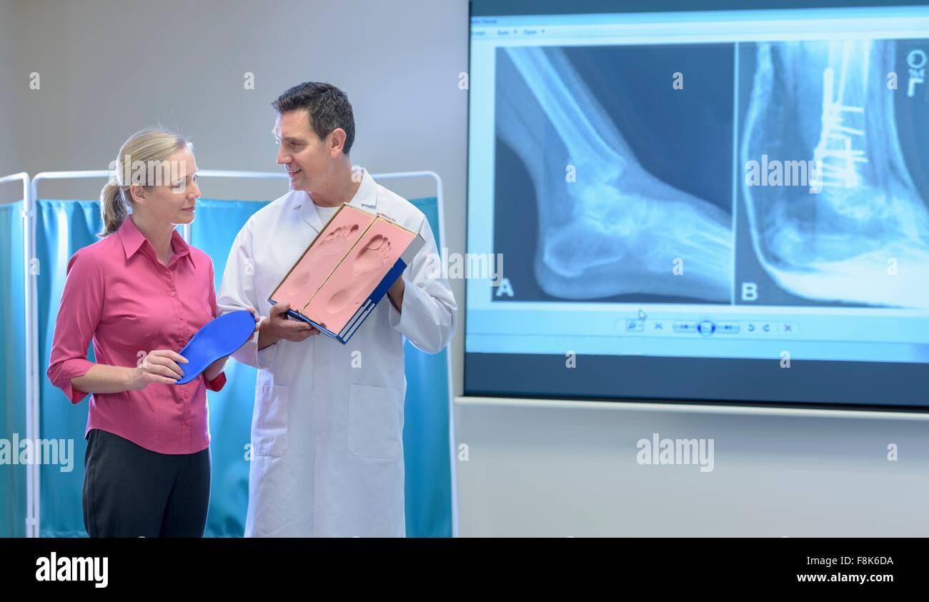 Faire une empreinte de pied pour pied orthopédique du moule Photo Stock
