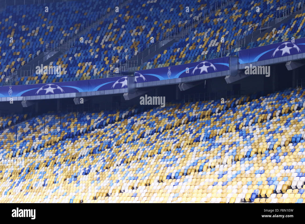 Kiev, Ukraine. 9 Décembre, 2015. Tribunes vides de NSC Olimpiyskyi stadium pendant l'UEFA Champions League Photo Stock