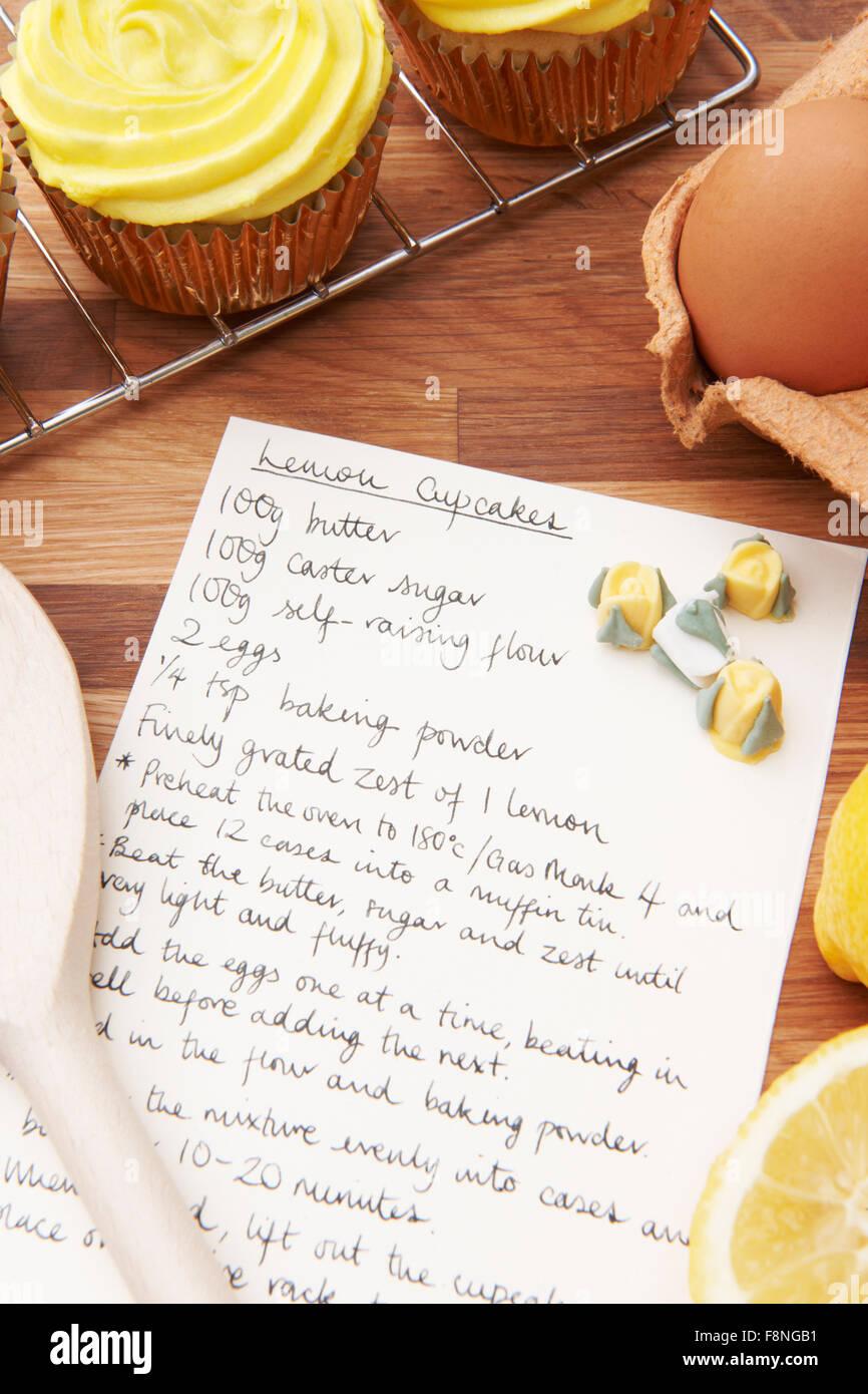 Recette et ingrédients pour la pâtisserie Cupcakes Photo Stock