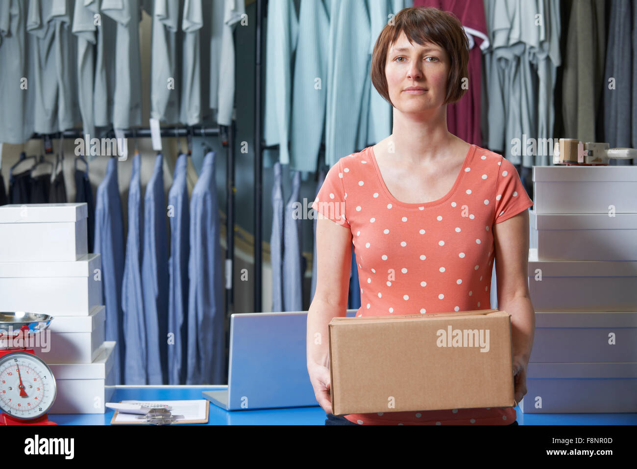 Woman Running On line Vêtements Business Photo Stock