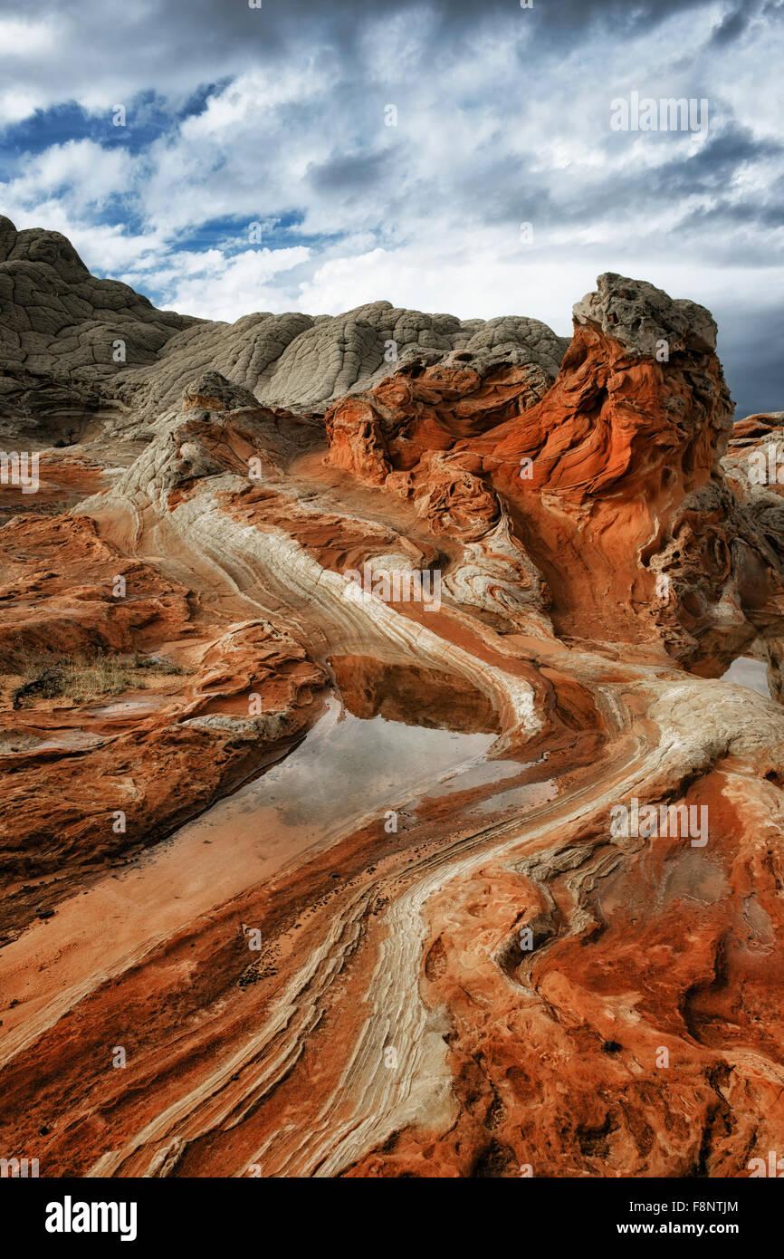 Les orages de construire plus de la beauté des formations de grès blanc à l'aide de la télécommande Photo Stock