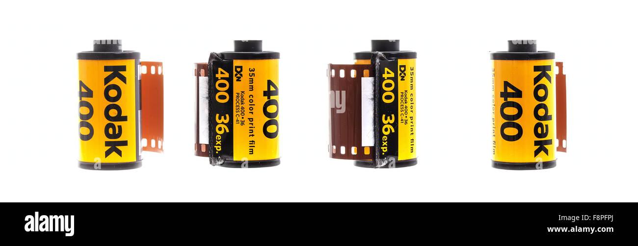 4 rouleaux de film Kodak 400 Impression couleur sur fond blanc. Photo Stock