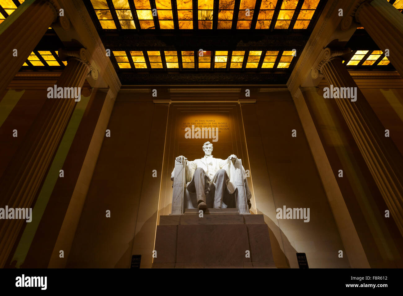 Lincoln Memorial est éclairée la nuit à Washington DC Photo Stock