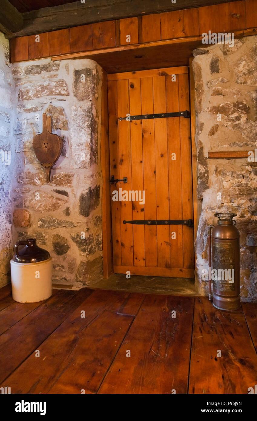 Salle de bains en bois de style médiéval à l\'intérieur de la ...