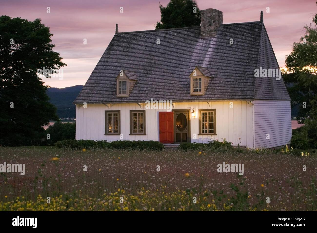Ile dorleans photos ile dorleans images alamy for Modele de petite maison