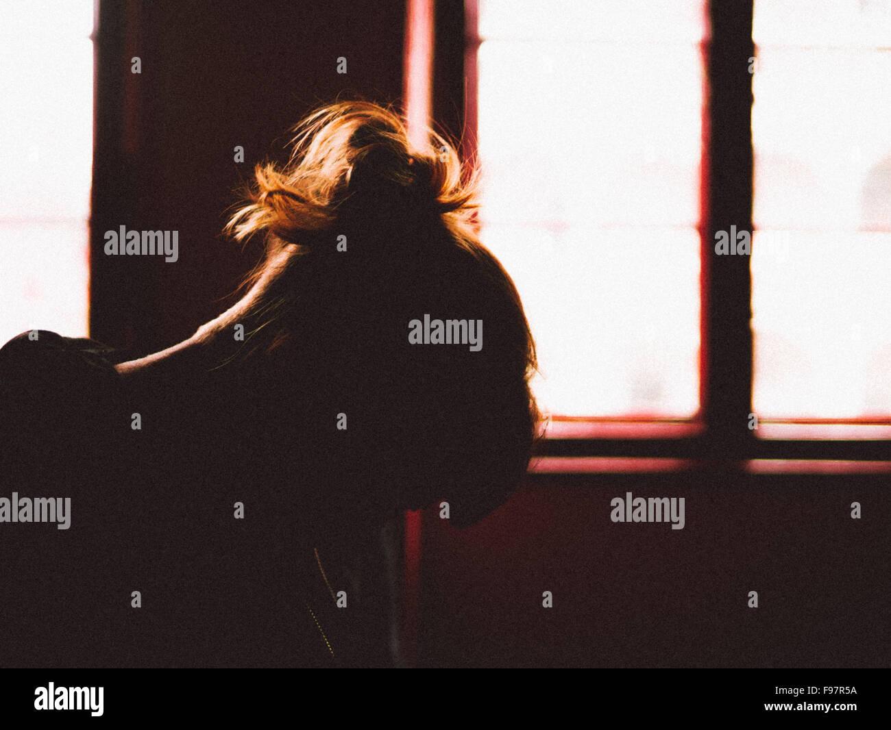 Silhouette de femme déprimée Photo Stock
