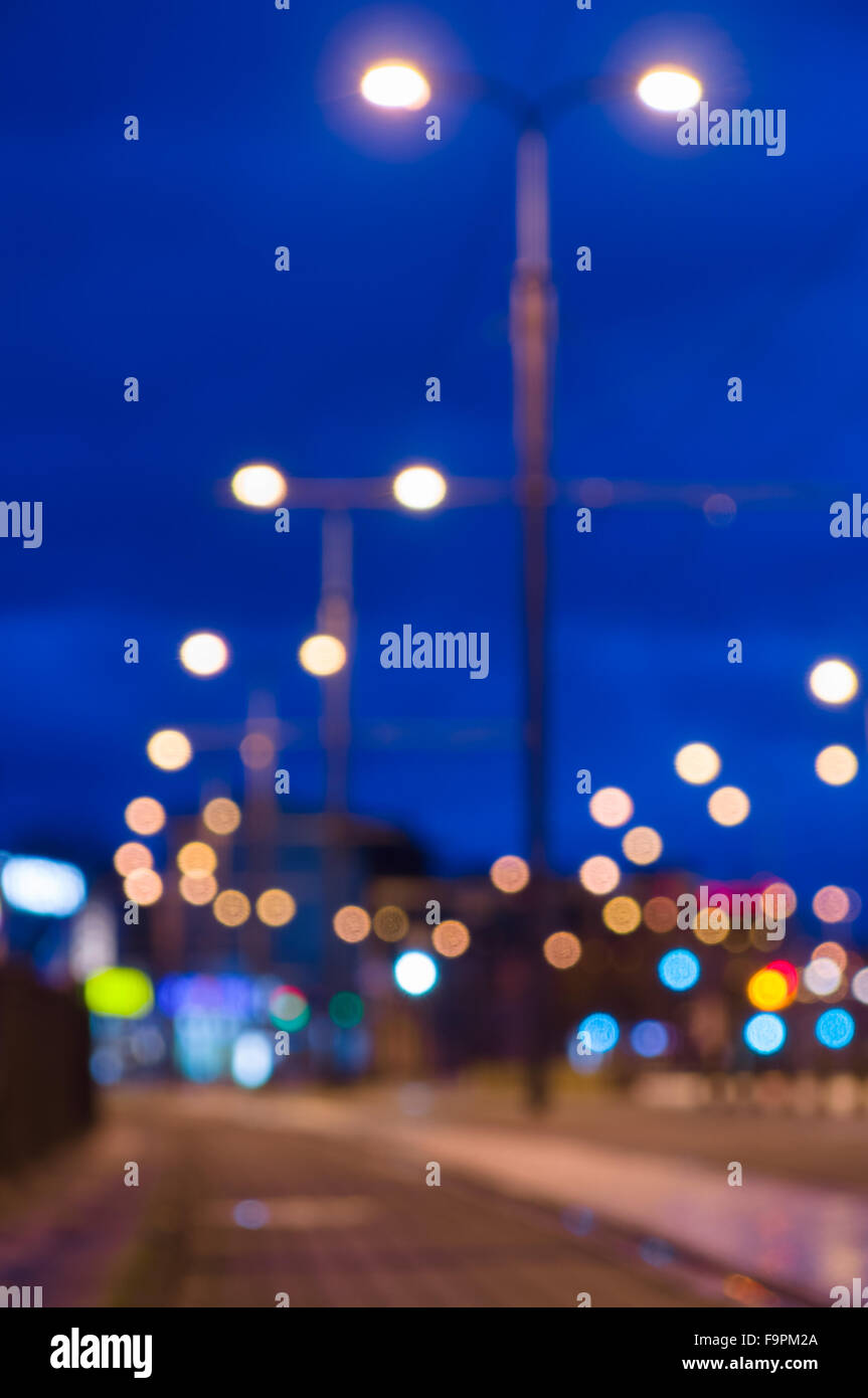 Image Floue De La Rue De La Ville De Nuit Avec Lampadaire Lights
