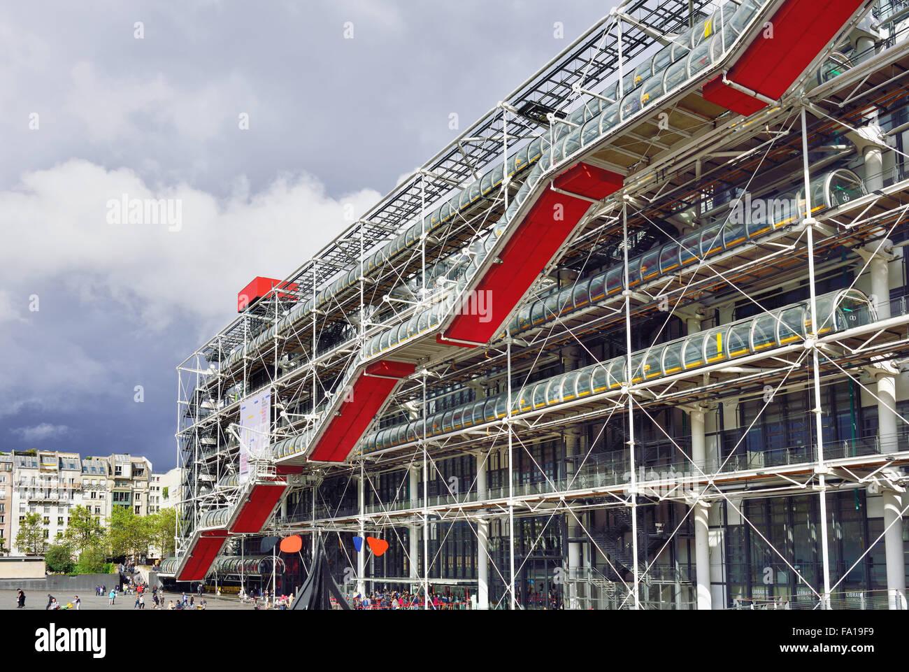 Escalier extérieur couvert, Musée d'Art moderne, Centre Pompidou, du Marais, à Paris, Ile de Photo Stock