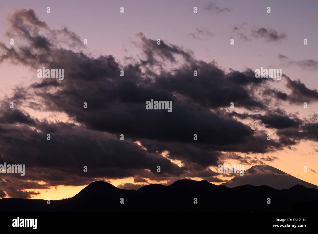 Le mont Fuji au coucher du soleil, le Japon. Samedi 19 Décembre 2015 Photo Stock
