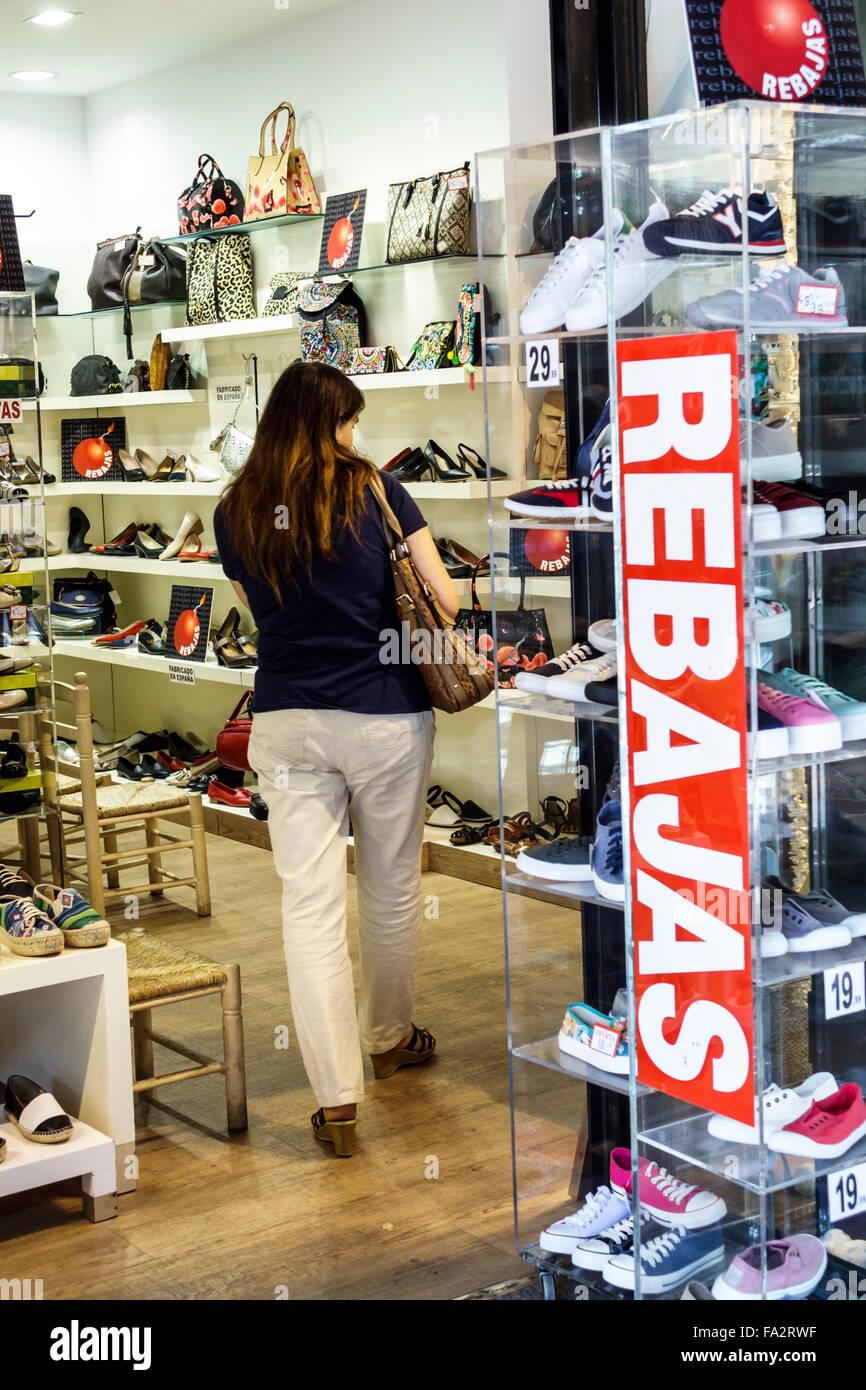 aa223dc9d47ea Europe Espagne Madrid Moncloa-Aravaca hispaniques espagnol Calle de la  Princesa boutique business promotions vente