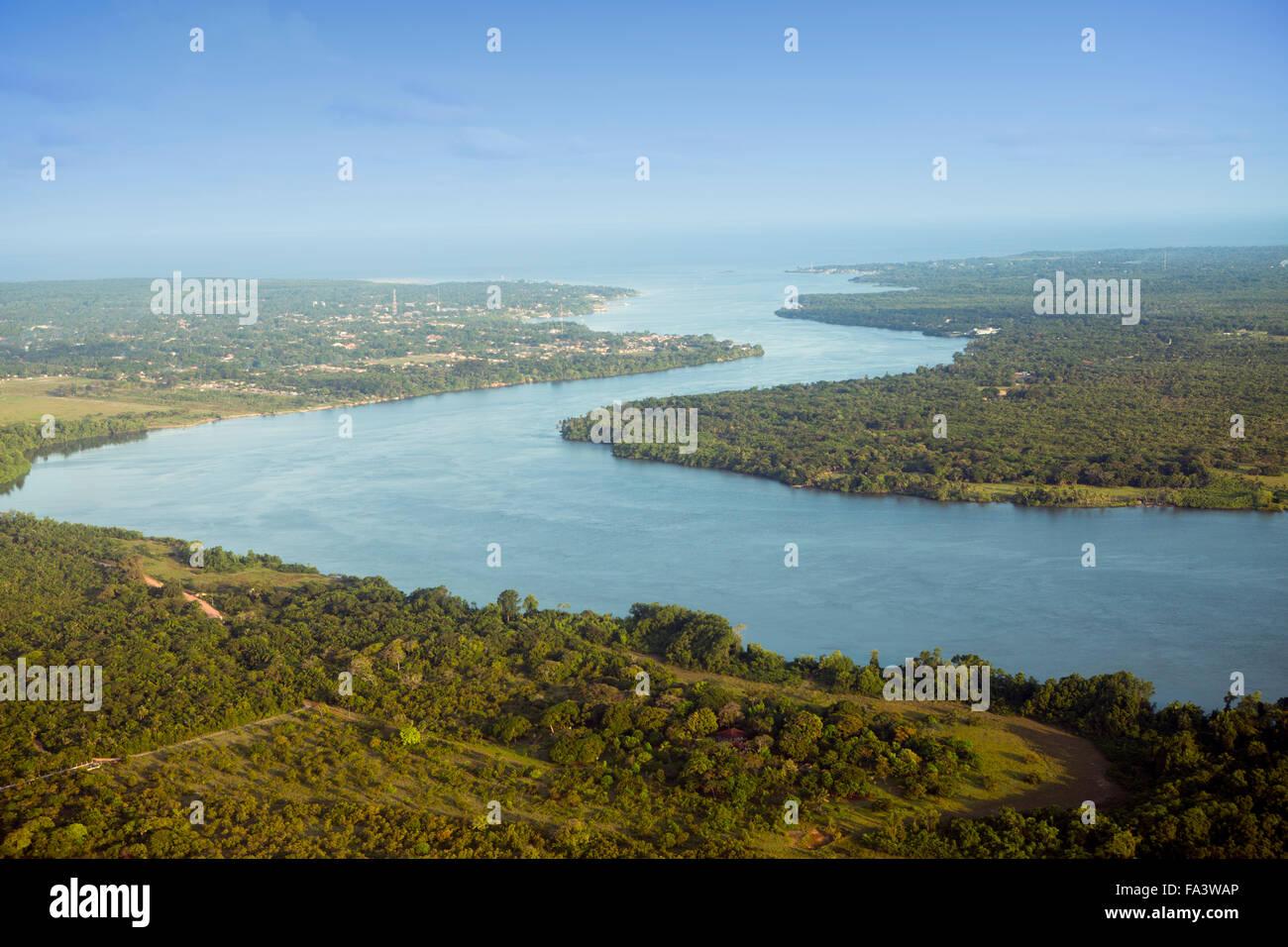 Soure village et l'embouchure de la rivière Paracauari sur l'île de Marajo, Brazilian Amazon, Photo Stock