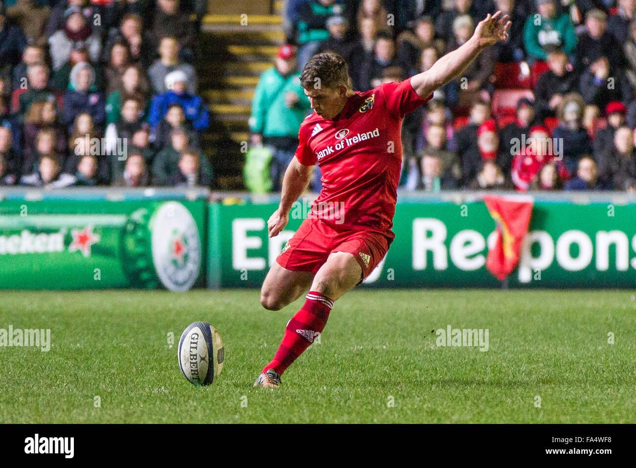 Leicester, Angleterre, 20 décembre 2015. La SCGDE v Leicester Munster Munster's Ian Keatley prend une pénalité.tigres Photo Stock