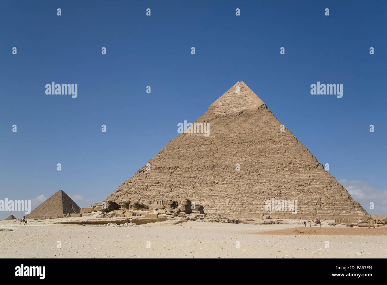 Pyramide de Khéphren ou Khafré (premier plan), les pyramides de Gizeh, Giza, Egypte Photo Stock