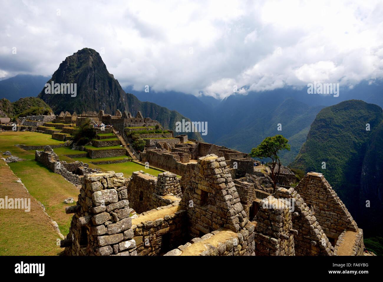 Ruines, cité Inca de Machu Picchu, Huayna Picchu montagne derrière, UNESCO World Heritage Site, Urubamba, Pérou, Banque D'Images