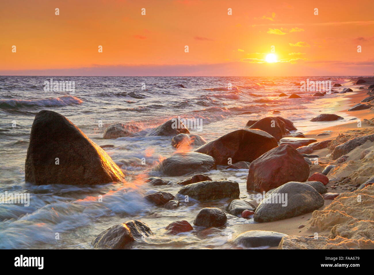 Au coucher du soleil, de la mer Baltique occidentale, Pologne Photo Stock