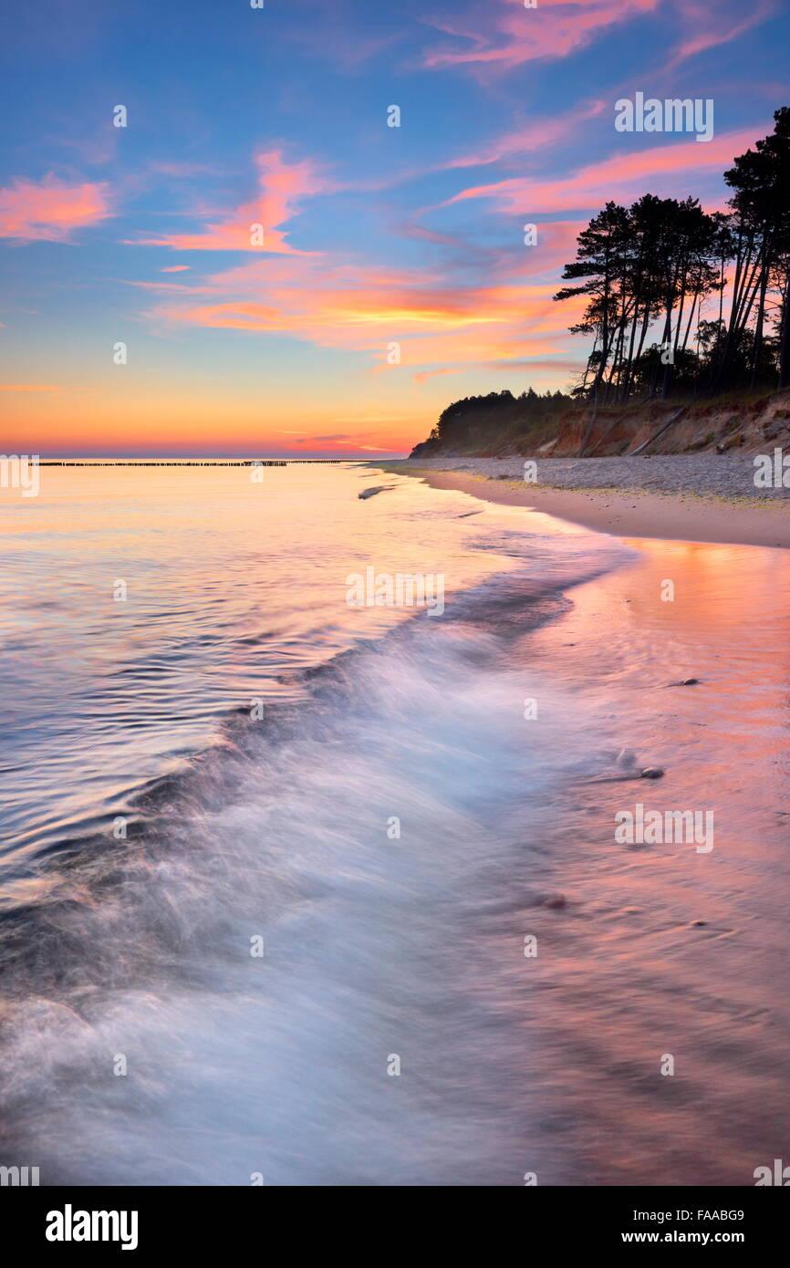 Paysage au coucher du soleil sur la mer Baltique, la Poméranie, Pologne Photo Stock