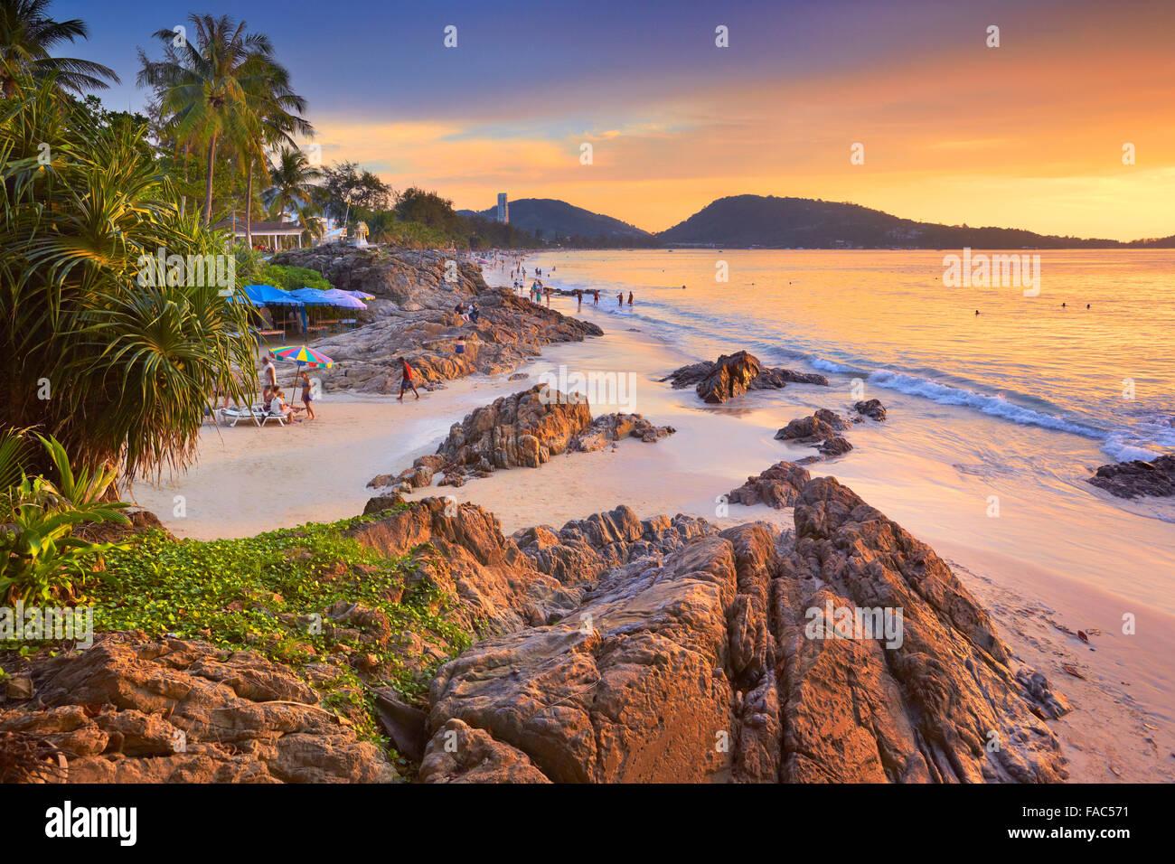 Thaïlande - tropical l'île de Phuket, Patong Beach, à l'heure du coucher du soleil scenery Photo Stock