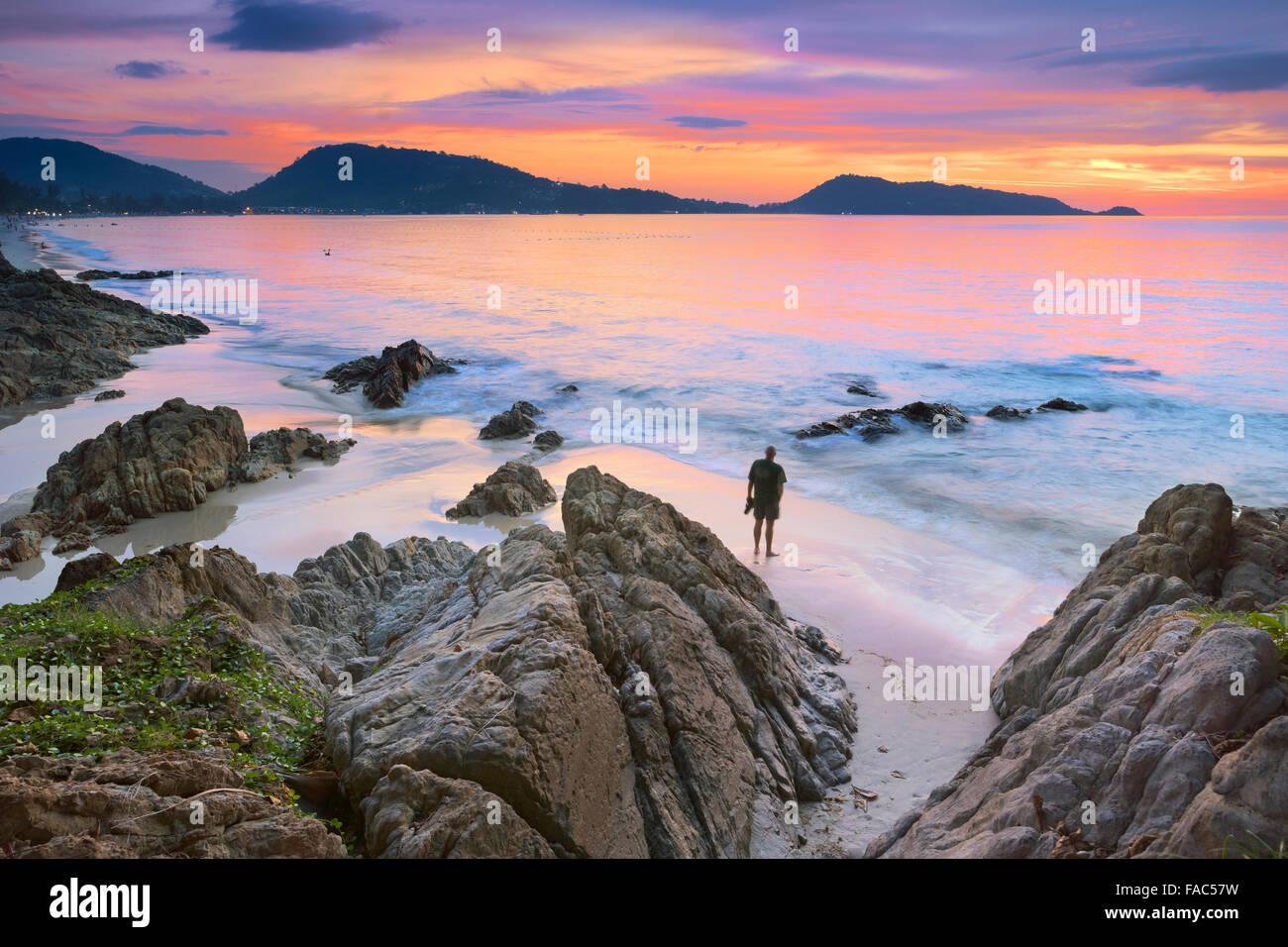 Thaïlande - l'île de Phuket, Patong Beach, l'heure du coucher du soleil scenery Banque D'Images
