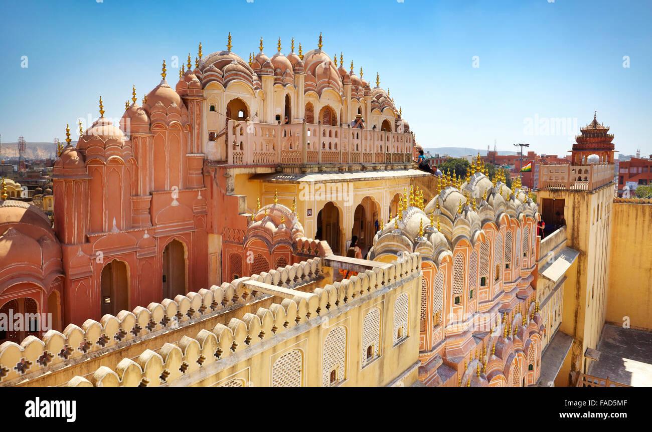 Vue arrière du Hawa Mahal, le palais des vents, Jaipur, Rajasthan, Inde Photo Stock