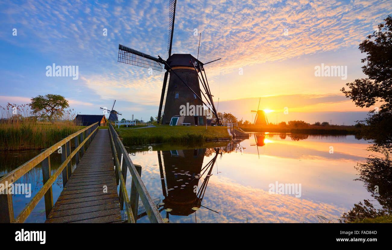 Moulins à vent de Kinderdijk au coucher du soleil - Hollande Pays-Bas Banque D'Images