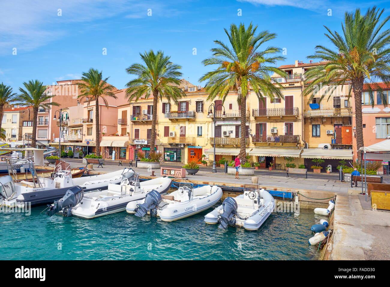 La Maddalena, vue sur la ville et le port, l'île de La Maddalena, en Sardaigne, Italie Photo Stock