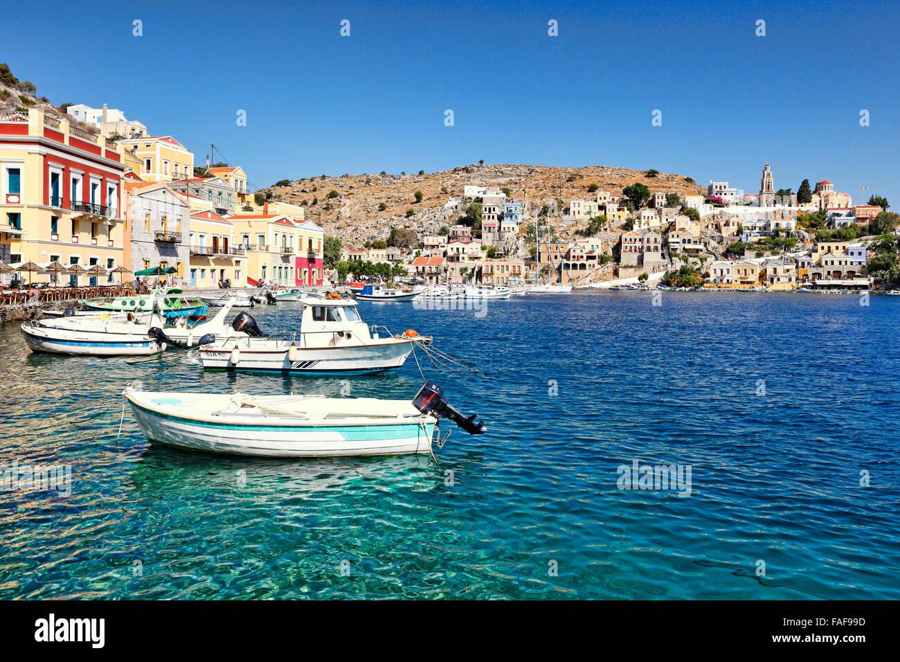 Bateaux de pêche au port de Symi, Grèce Photo Stock
