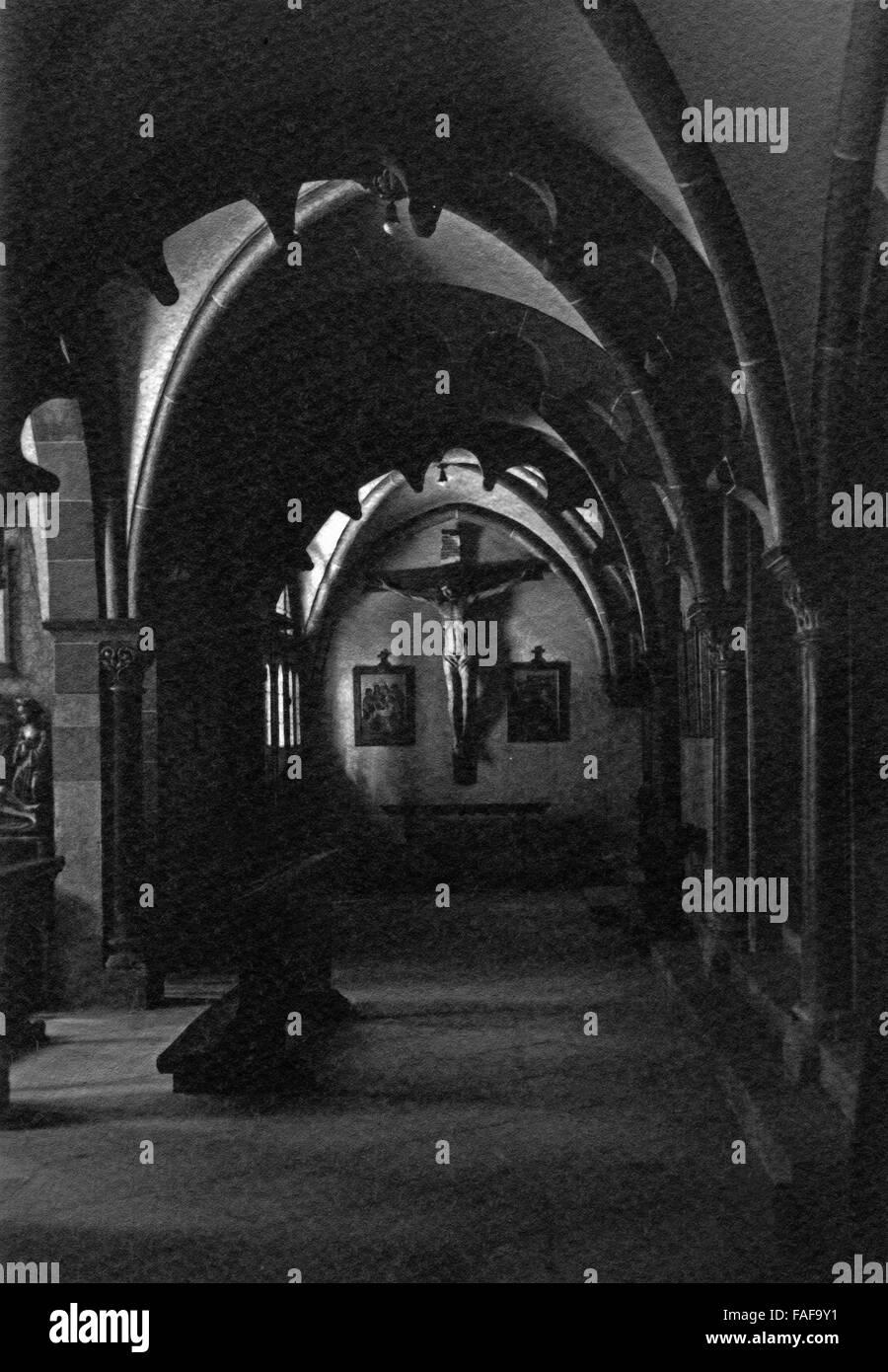 Im Inneren der Kirche St. Andreas dans Köln, Deutschland 1920er ...