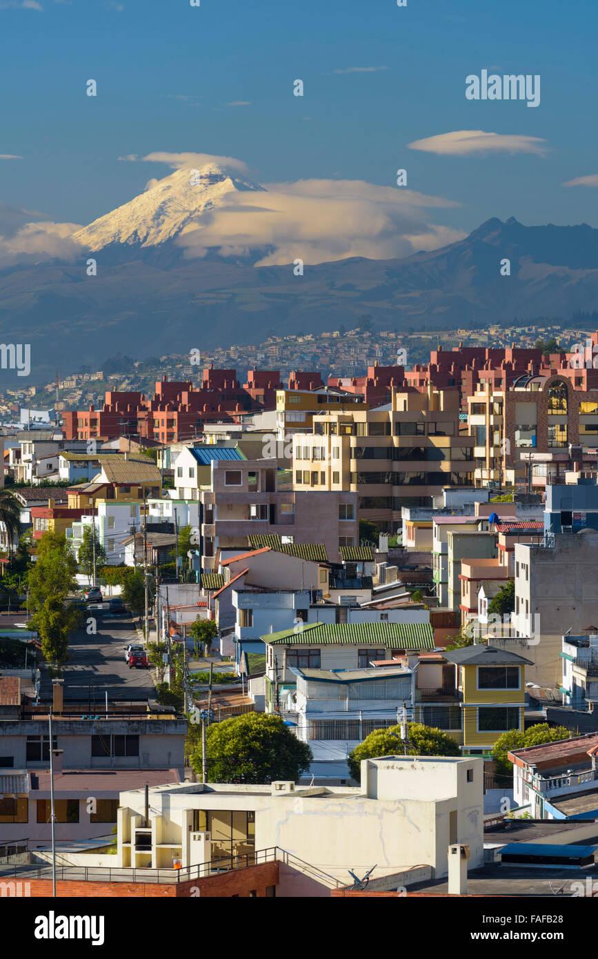 Quito dans la matinée, arrière Mt. Cotopaxi, Quito, Équateur, la province de Pichincha Photo Stock