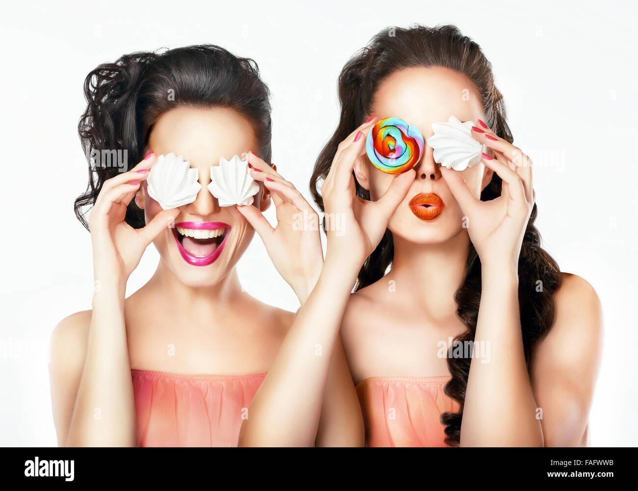 Portrait d'une fille avec des bonbons. Funny portrait. Photo Stock