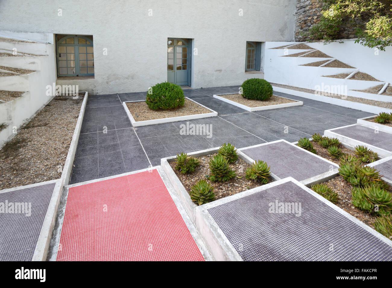 Le jardin cubiste triangulaire par Gabriel Guevrekian moderniste à ...