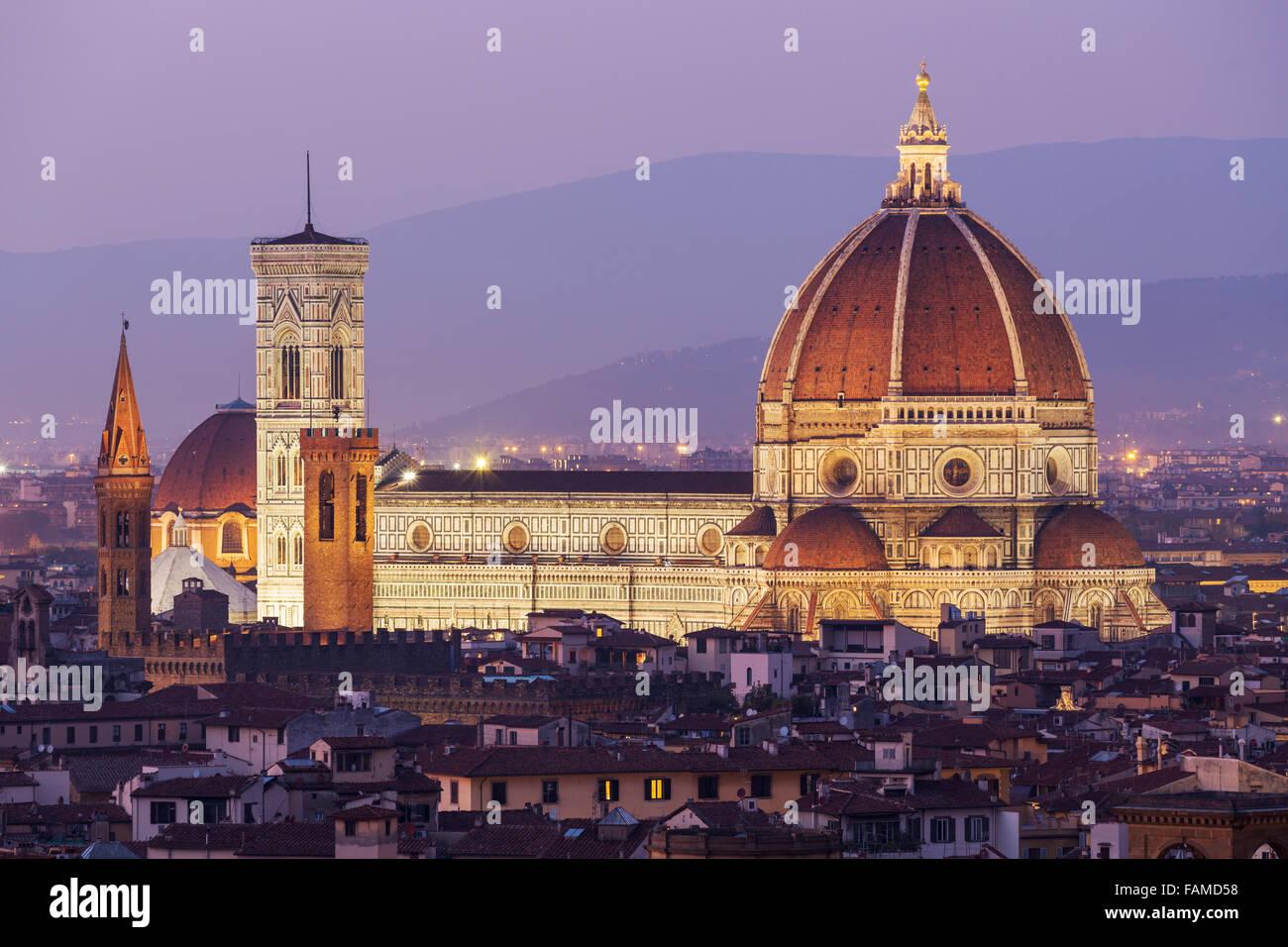La cathédrale de Florence, le centre historique au crépuscule, Florence, Toscane, Italie Photo Stock