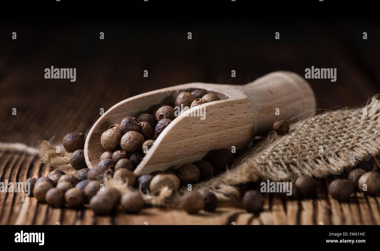 Partie de piment (détaillées close-up shot) sur fond de bois Photo Stock