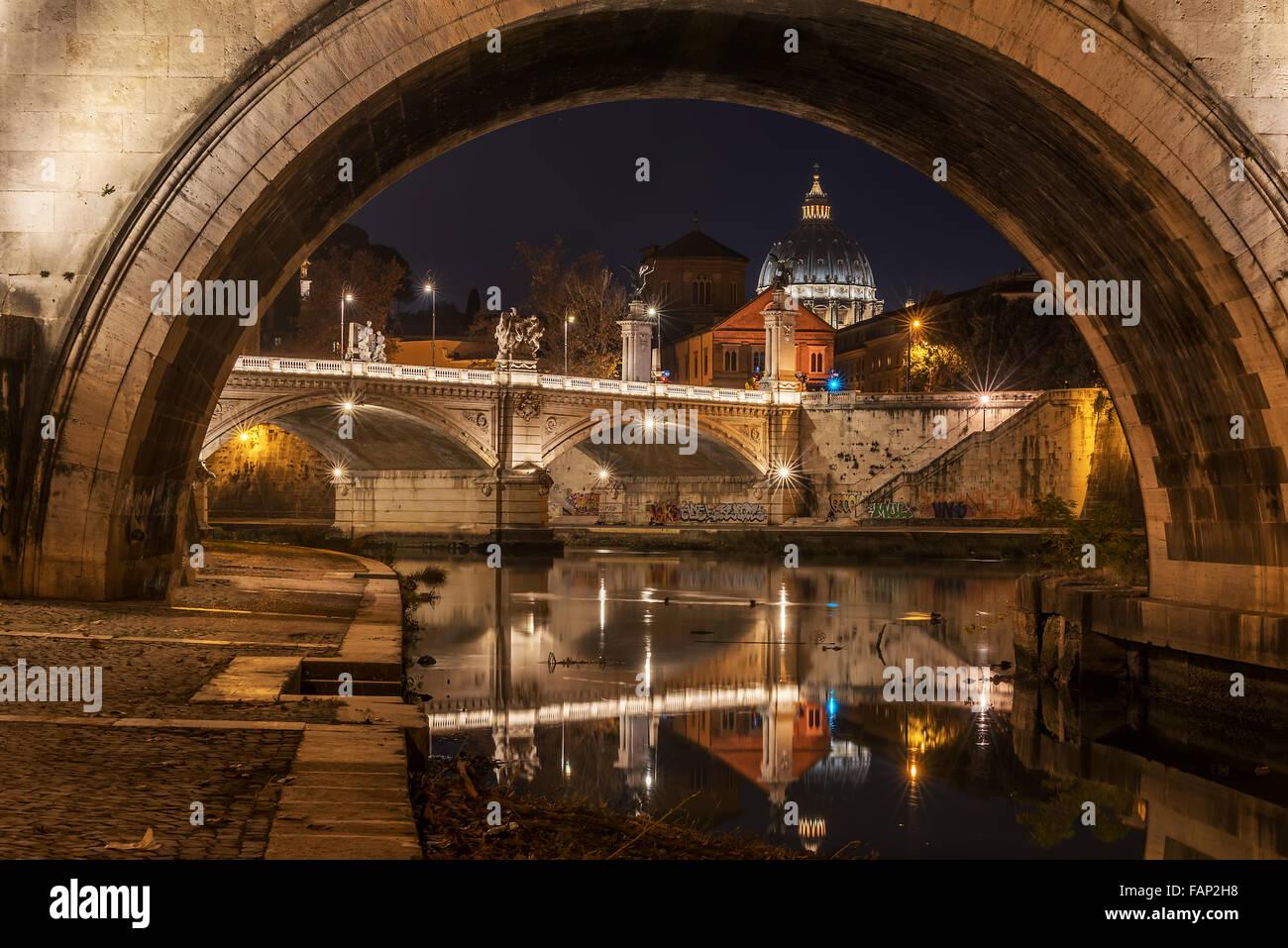 Rome, Italie: la Basilique Saint Pierre et Saint Angelo Bridge Photo Stock