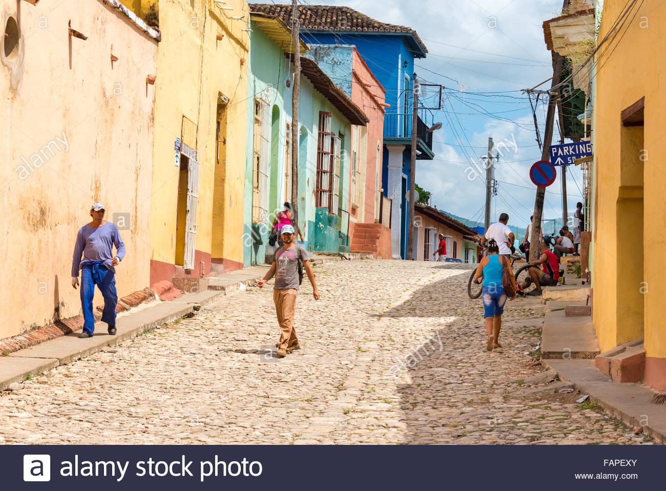 Vue générale de l'architecture coloniale hispanique et scènes quotidiennes à Trinité,Cuba. Photo Stock