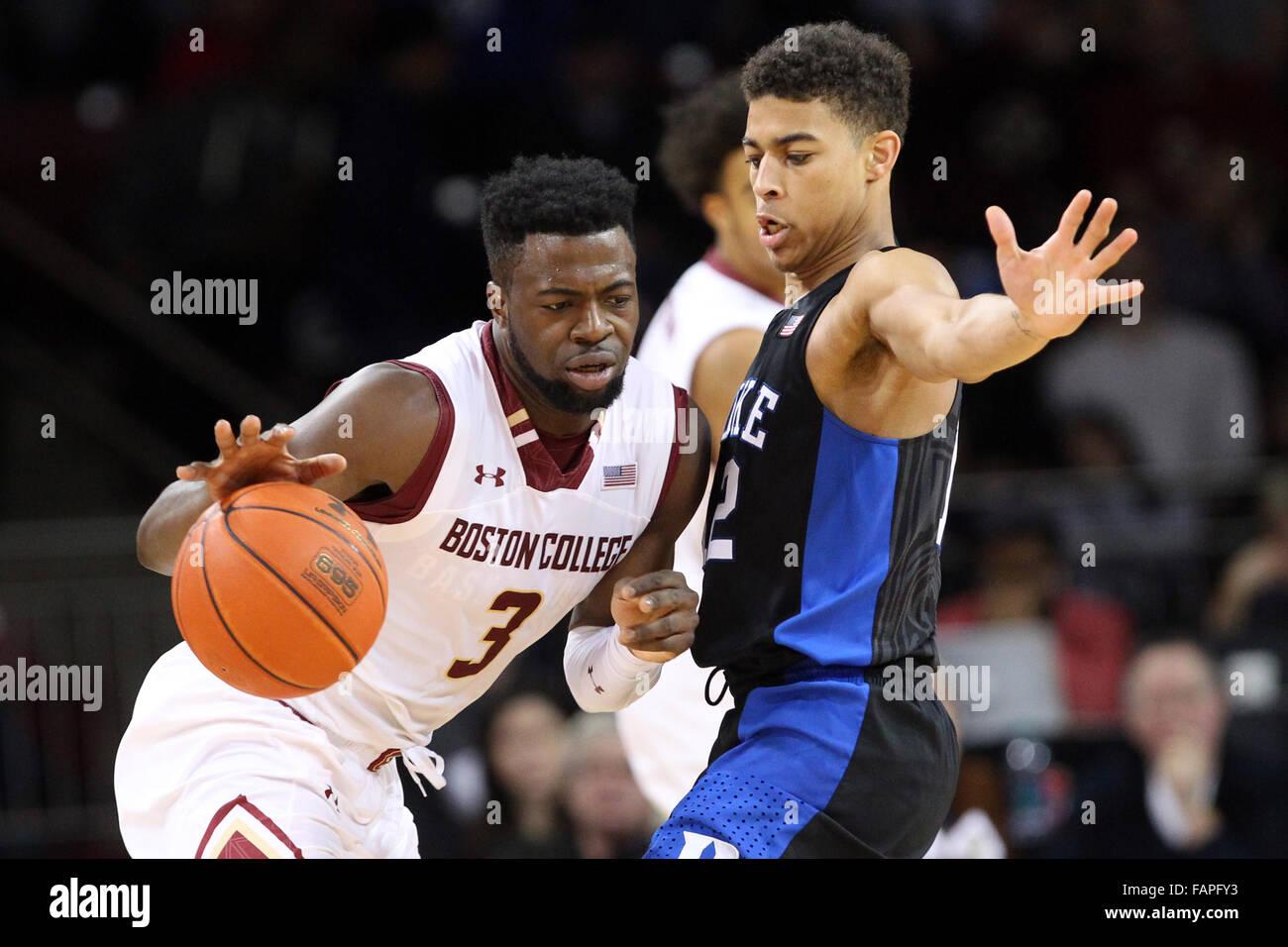 Conte Forum. 2 Jan, 2016. MA, USA, Boston College Eagles guard Eli Carter (3) et Duke Blue Devils guard Derryck Photo Stock