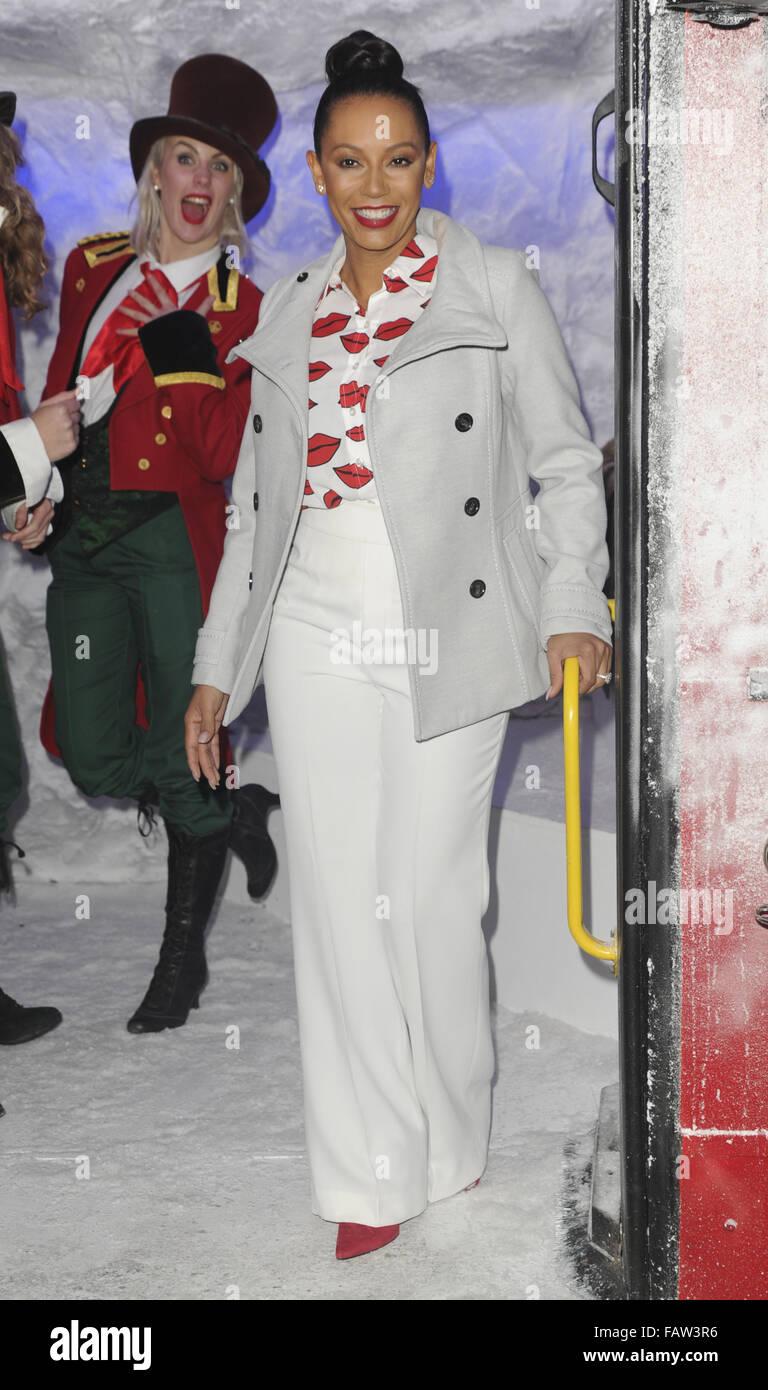 Mel B planches le Westfield Shopping Centre Bus de Noël à Sheperd's Bush avec ses filles avec: Mel B, Melanie Brown Où: London, Royaume-Uni Quand: 23 Nov 2015 Banque D'Images