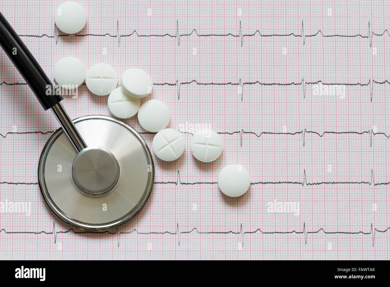 Les maladies du cœur le symbole abstrait avec cardiogramme closeup Photo Stock