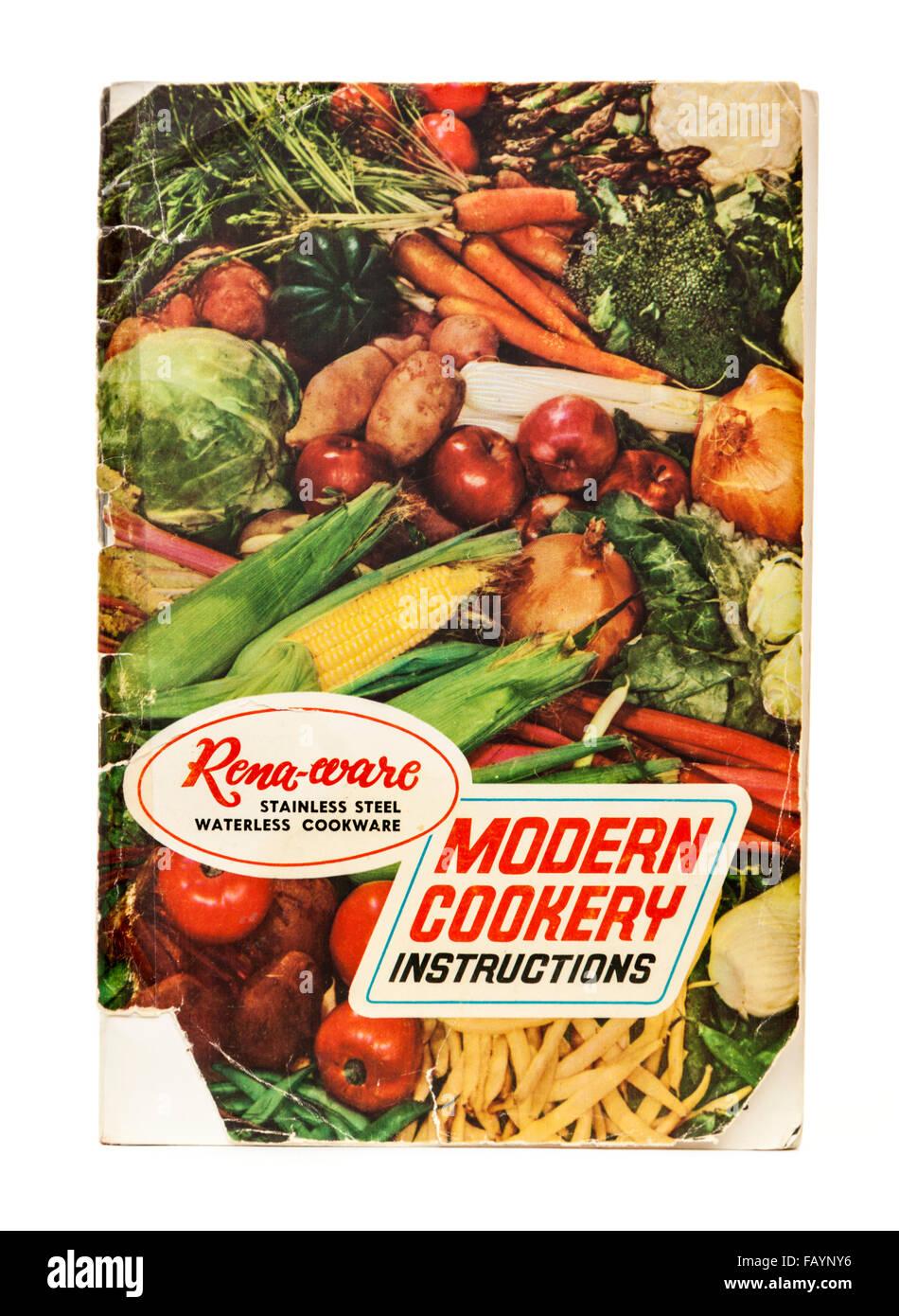 """Vintage 1970 Rena-ware' sans eau """"cuisine inoxydable livret d'instructions. Photo Stock"""