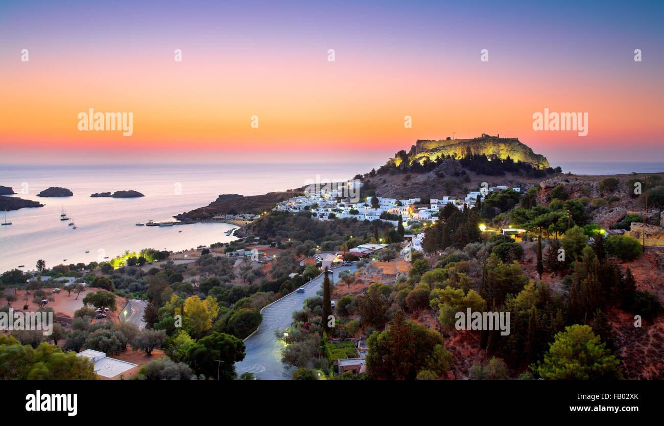 Lever du soleil à indos et l'Acropole, Rhodes, Grèce Photo Stock