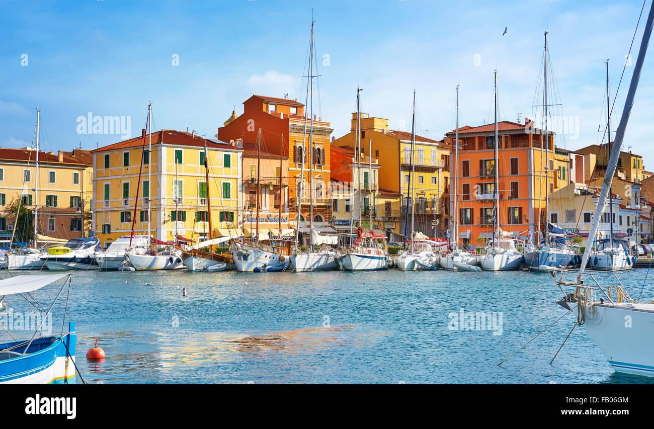 Le port de La Maddalena, l'île de La Maddalena, en Sardaigne, Italie Photo Stock