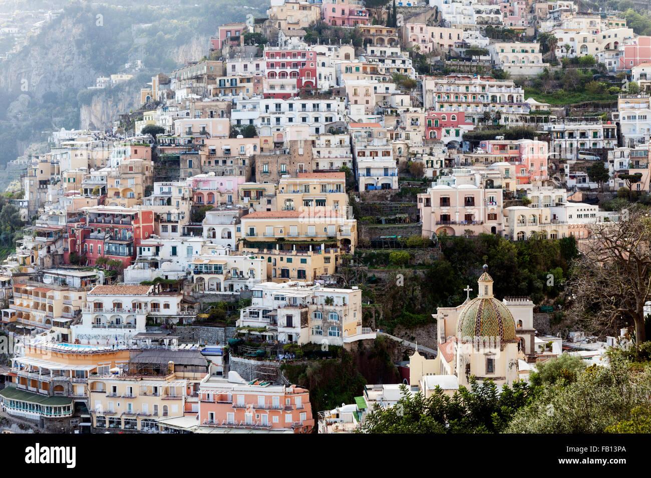 Les bâtiments résidentiels sur hill Photo Stock