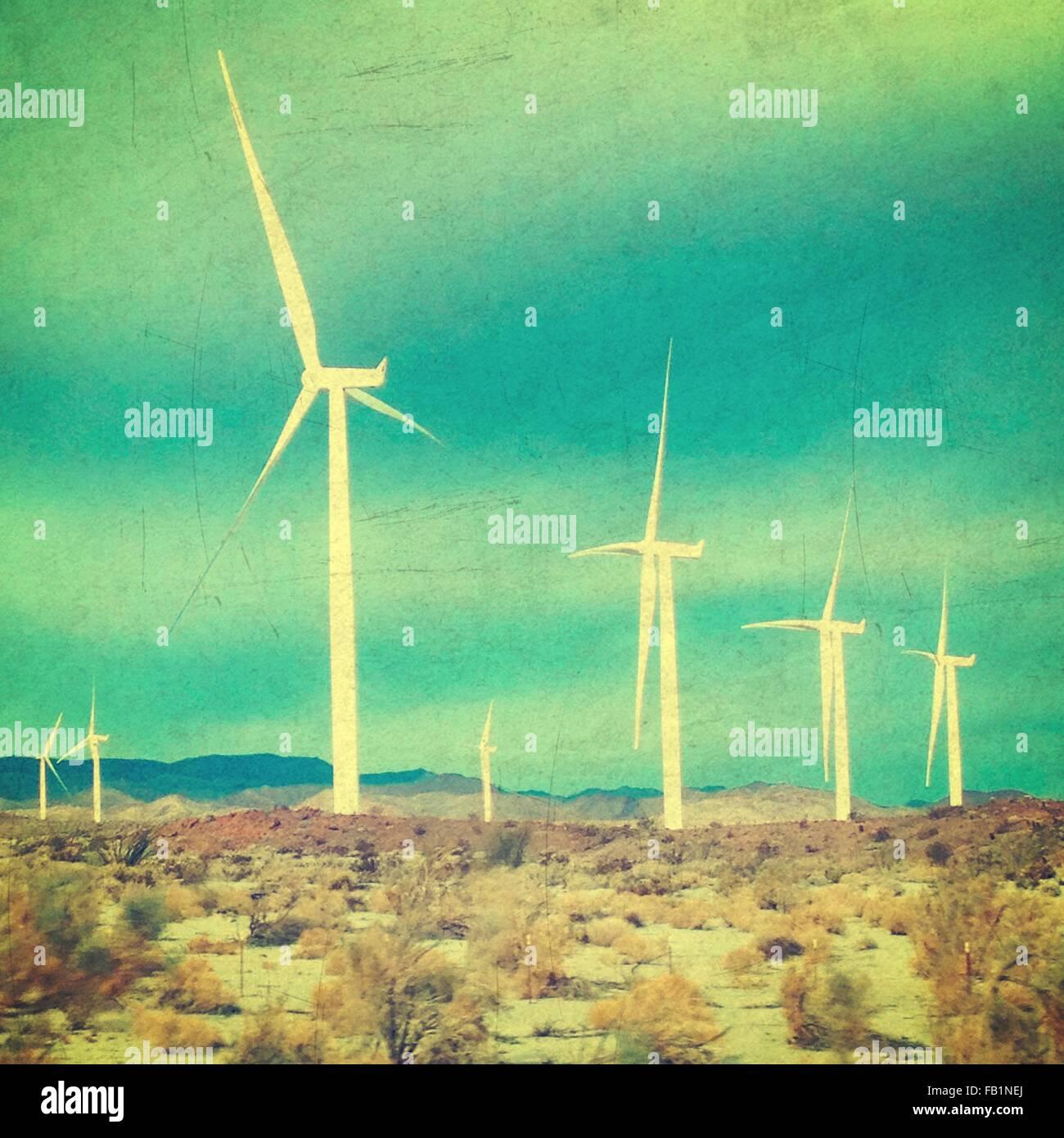 Les moulins à vent dans le désert Photo Stock