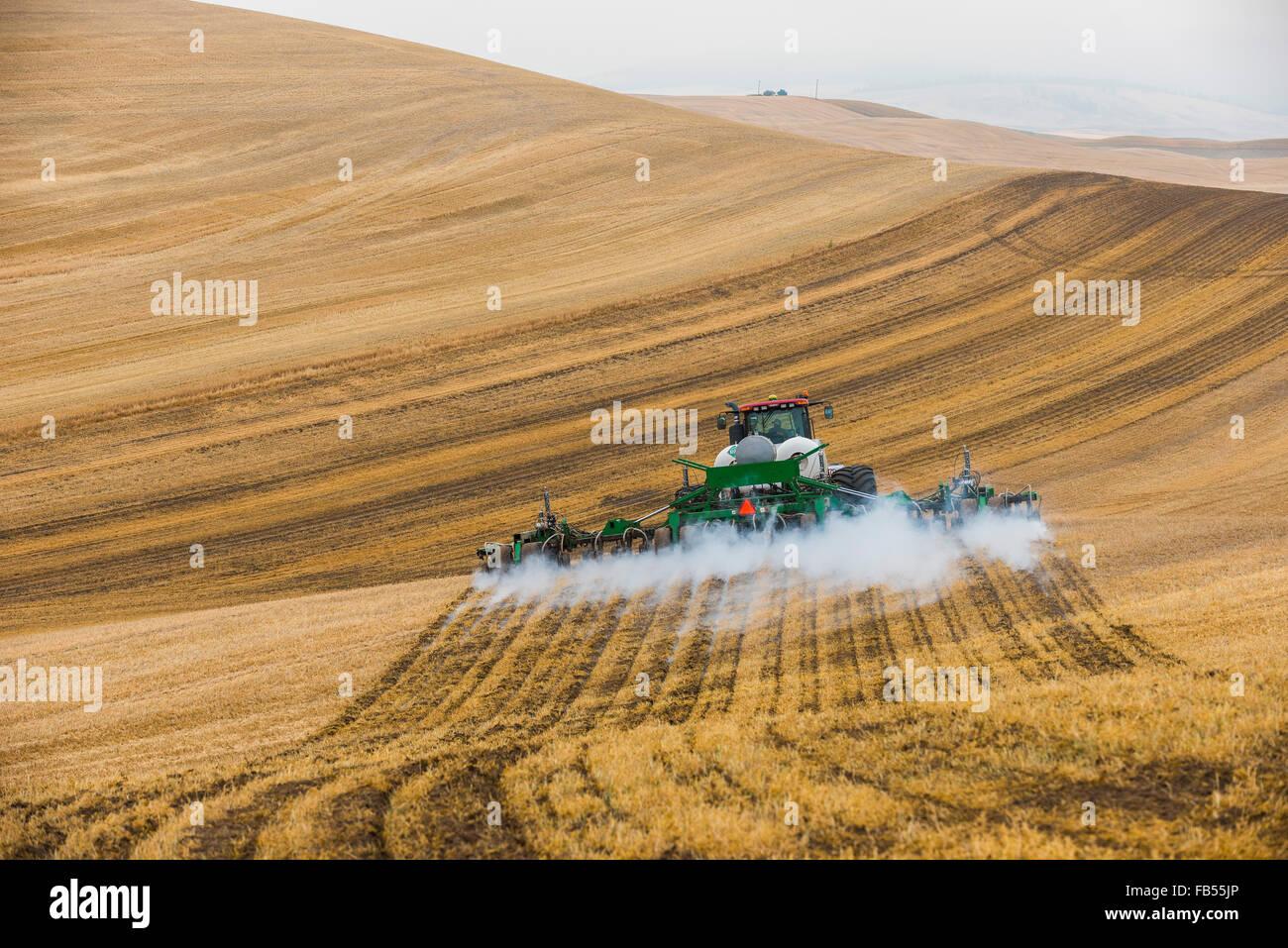 Cas tracteur Quadtrac extraction d'un réservoir d'ammoniac anhydre et l'application de l'applicateur Photo Stock