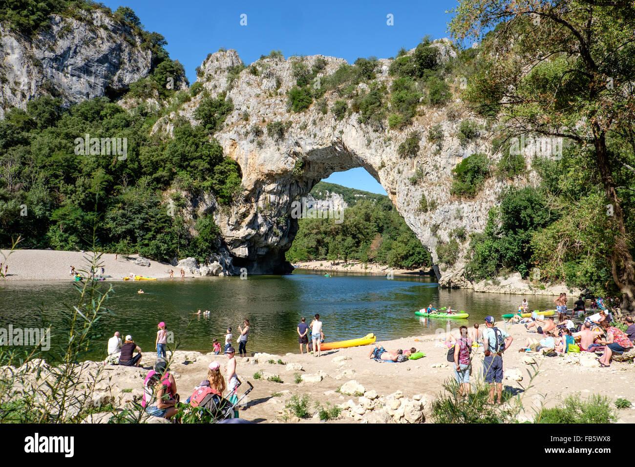 Les Vacanciers A La Pont D Arc Pres Du Village De Vallon