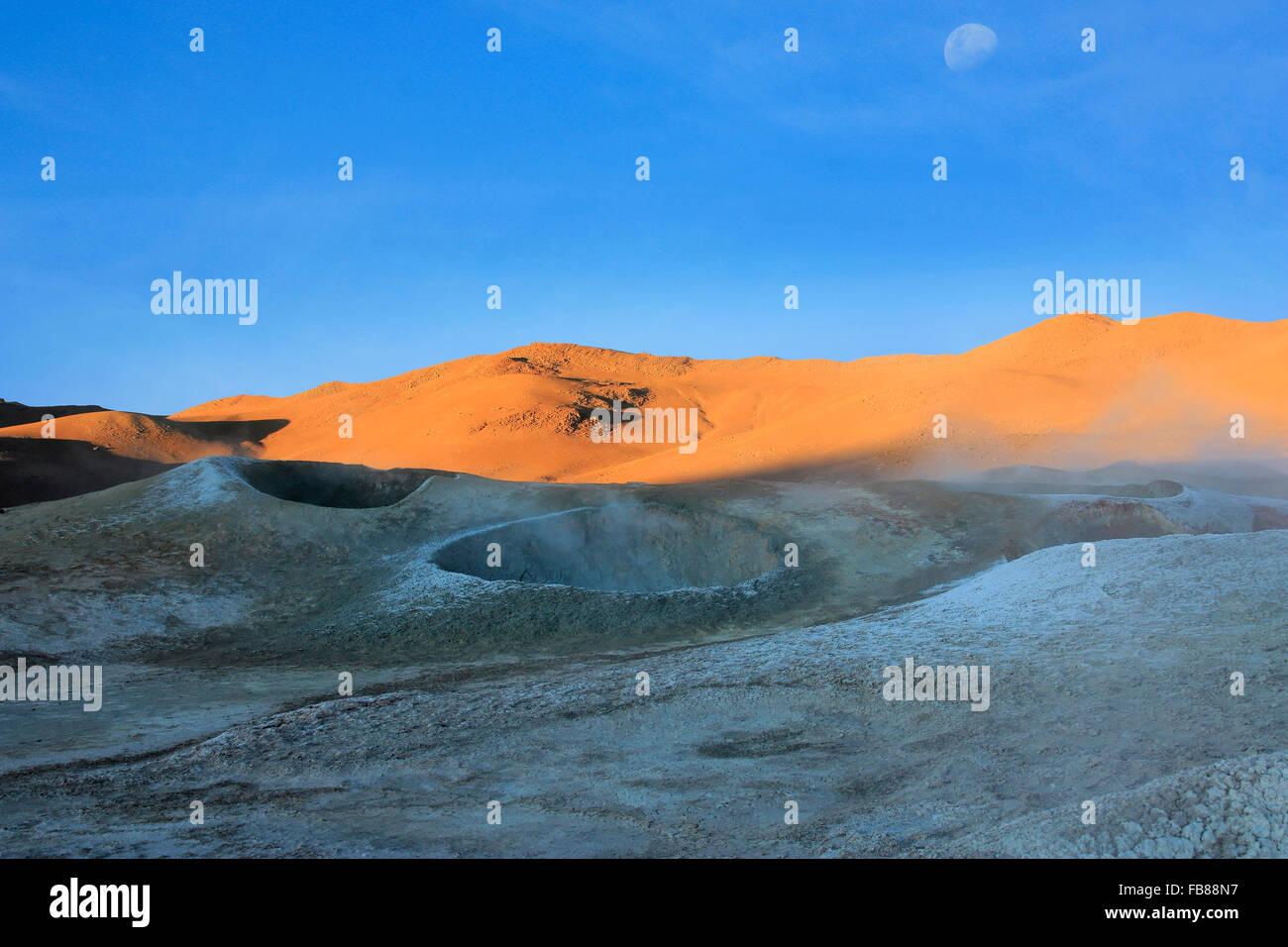 Paysage volcanique de cratères dans les déserts de la bolivie Photo Stock
